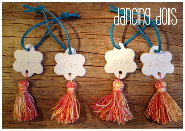 how to make dancing dolls, dansende juffies van DAS klei en tassels