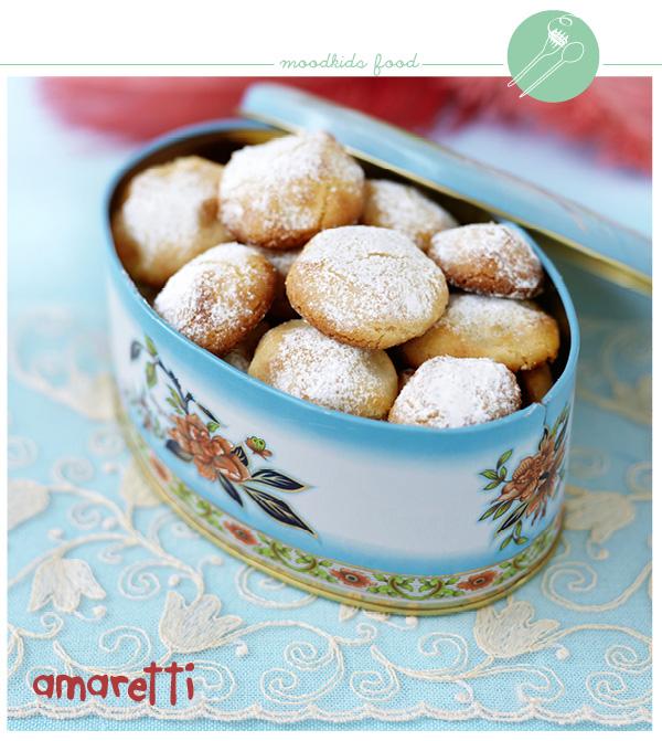 Amaretti koekjes zijn krokante Italiaanse koekjes, die perfect bij een espresso passen. Het lijkt op een macaron, maar zijn veel eenvoudiger te maken. Bekijk het recept hier.