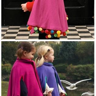 Fashion – Pom pom poncho