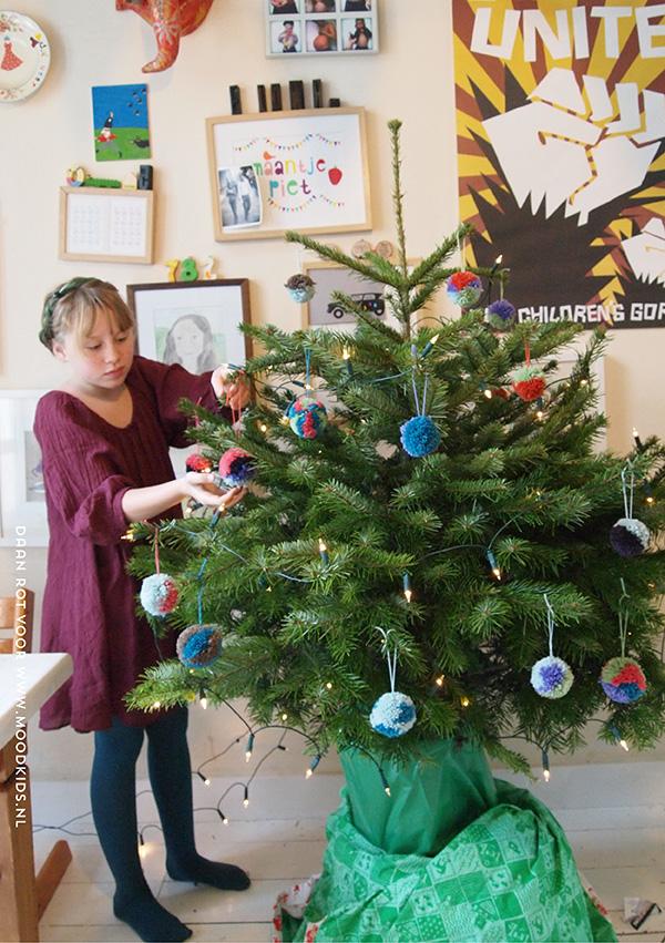 diy pompom kerstslinger maken