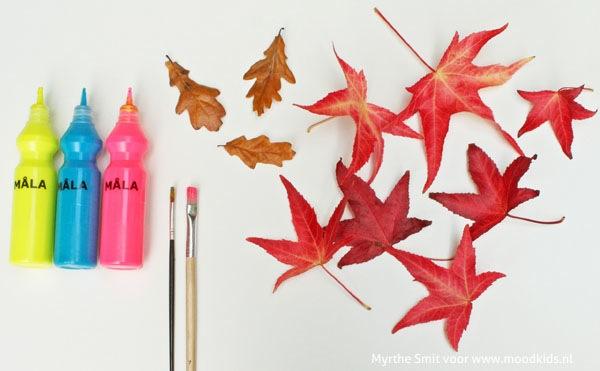 Dit weekend lekker wandelen in het bos? Verzamelen bladeren! Stap voor stap leggen we je uit hoe je van knutselen met bladeren een bladerbroche kunt maken.
