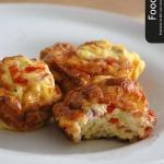Een omelet in bakblik voor ontbijt of lunch