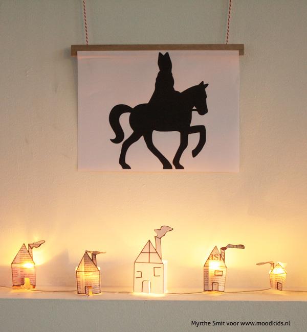 Met deze diy maak je zelf een lichtjesslinger van krantenpapier om je huis gezellig te maken voor Sinterklaas. Je leest hier hoe je hem maakt.