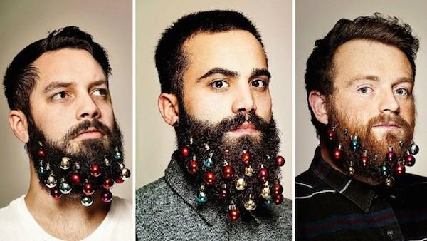 kersthaar ballen in baard