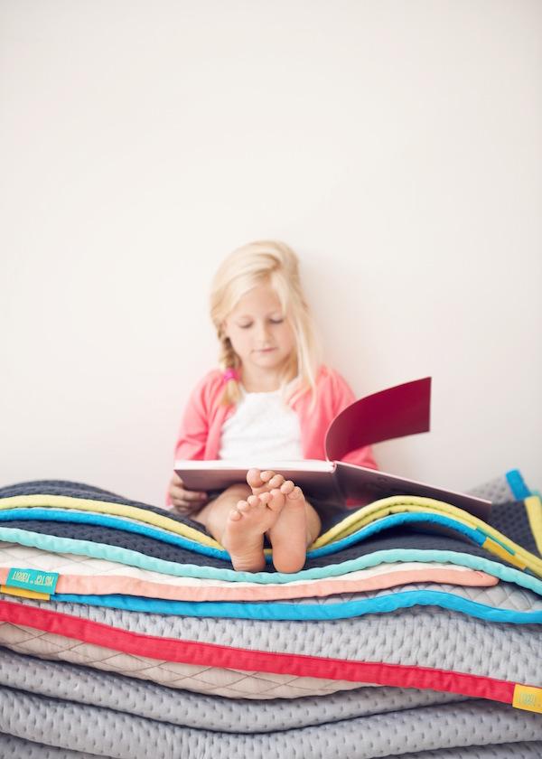 Mister Rabbit_Reading books