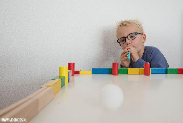 kinderactiviteiten binnen - Blaasvoetbal voor een binnen speeldag