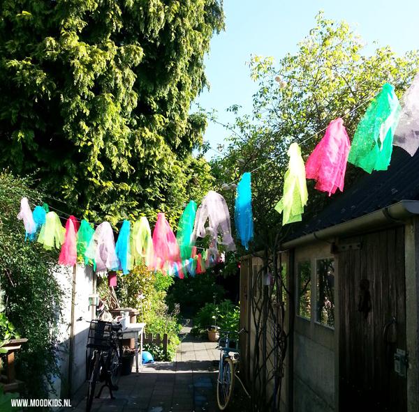Zelf makkelijk een tuinslinger maken moodkids for Ballonnen versiering zelf maken