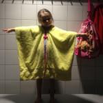 Zelf een badcape maken van een handdoek