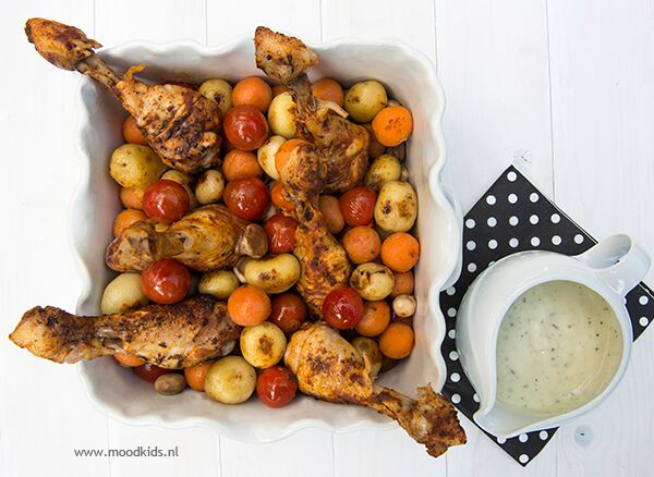kip drumsticks met wortel, aardappel, tomaat en champignon