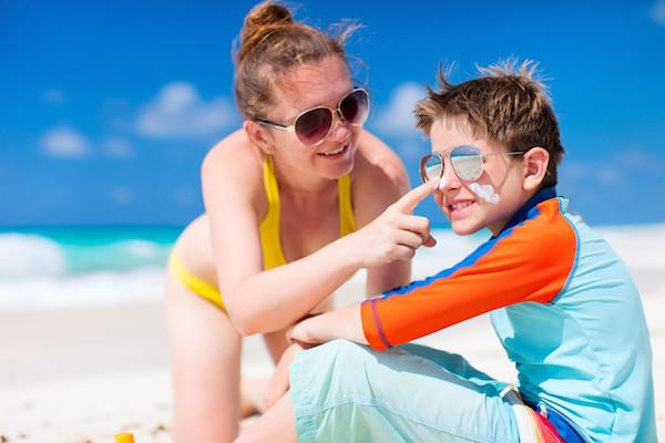 Feiten en fabels over je kind en de zon