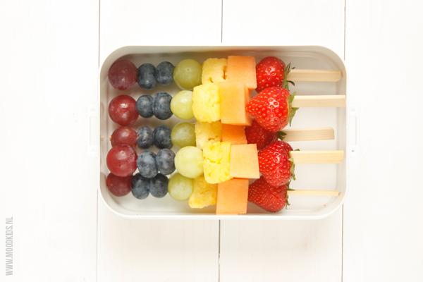 gezonde lunchtrommel met fruit