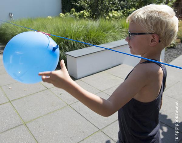 raket maken van een ballon