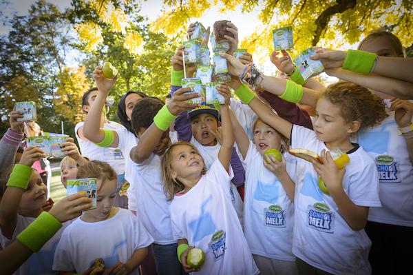 In Nederland wordt Wereld Schoolmelkdag gevierd. Uit de Voedsel Consumptie Peiling blijkt dat kinderen gemiddeld 200 ml melk per dag tekortkomen.