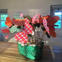 Vrolijke vlinders en zoete bloemen traktatie
