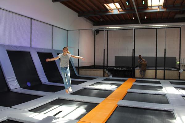 trampoline springen bij Vrog