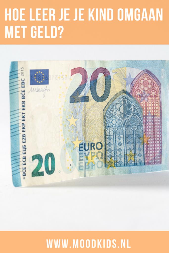 Hoe leer je je kind met geld om te gaan? En hoeveel zakgeld krijgt het? Lees welk bedrag er bij welke leeftijd past en hoe je je kind met geld leert omgaan. #geld