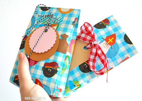 Zelf een cadeauzakje vouwen is niet moeilijk. Het is een snelle manier om je pakje net dat extra's te geven. Met deze tutorial vouw je zo een cadeauzakje.
