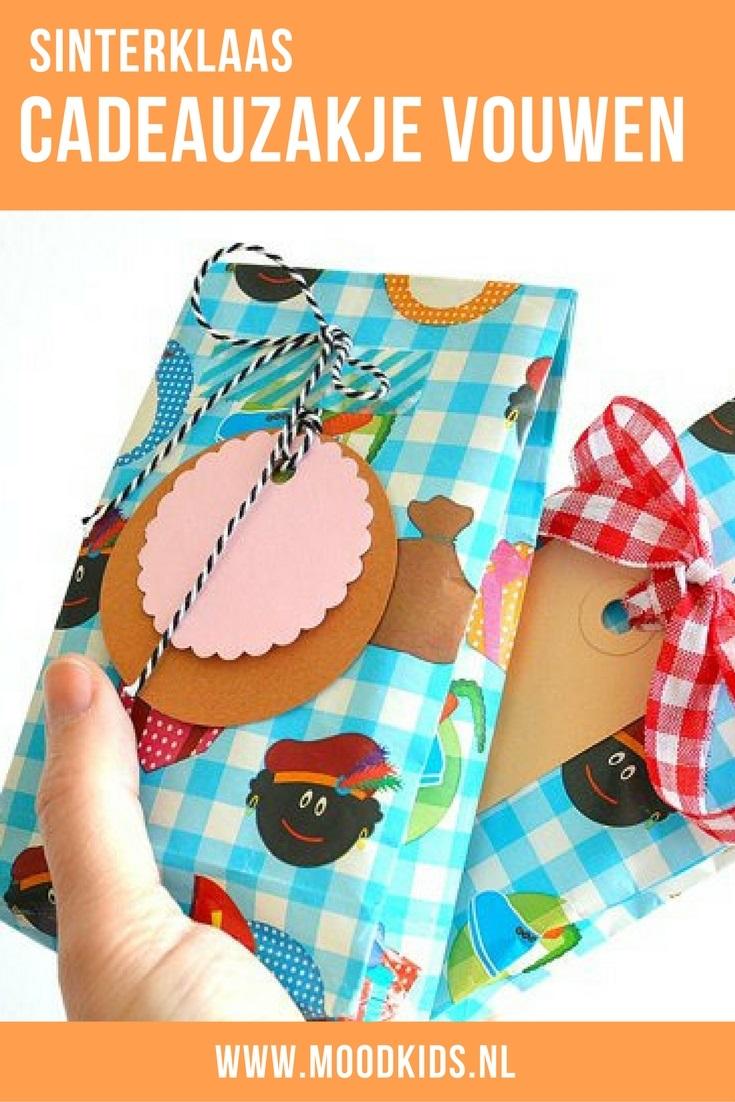 Zelf een cadeauzakje vouwen van inpakpapier is helemaal niet moeilijk. Het is een snelle manier om je pakje net dat extra's te geven. Met deze tutorial vouw je zo een cadeauzakje.