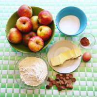 Pepernoten appeltaart en warme chocoladeletter melk