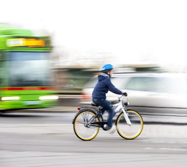 kind alleen fietsen