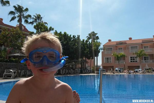 Zon! Dat hadden we nodig. En onze zoon wilde vooral een zwembad. In het verwarmde zwembad van appartementencomplex El Duque bij Costa Adeje op Tenerife kregen we beiden. Wat een geweldige locatie met kinderen. Lees ons reisverslag op www.moodkids.nl