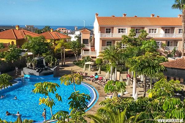 Zon! Dat hadden we nodig. En onze zoon wilde vooral een zwembad. In het verwarmde zwembad van appartementencomplex El Duque bij Costa Adeje op Tenerife kregen we beiden. Wat een geweldige locatie met kinderen. Lees ons verslag op www.moodkids.nl