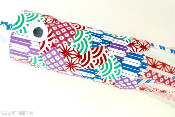 Ken je de Japanse karpervlaggen? Sommige mensen hebben het ook wel over karper vliegers. Je kunt ze kant en klaar kopen, maar natuurlijk ook leuk zelf maken. Roppongi legt uit hoe.