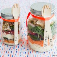 Zomerse salade in een pot