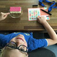 Entertain je kids met vakantie-bingo van Papiergoed