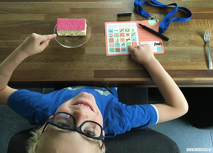 Job vindt de tompouce van de vakantie-bingo