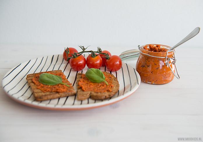 Zo maak je zelf paprika tomatenpesto