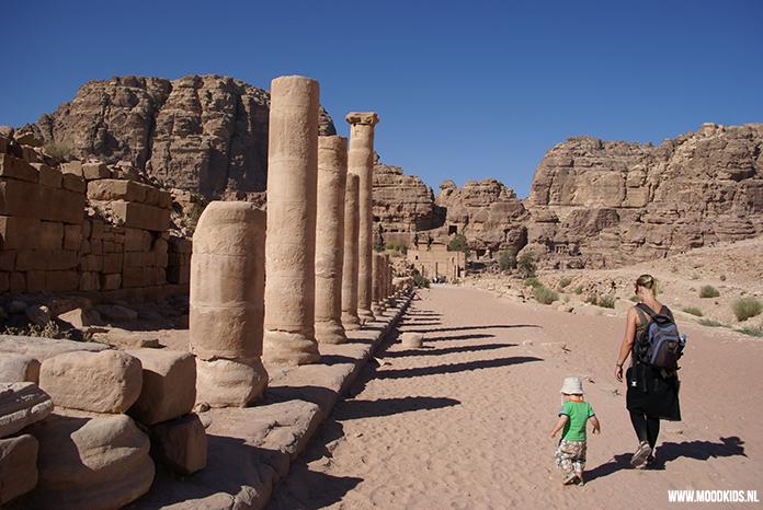 Gastblogger Ilse van Kids & Travel is dol op reizen. Ze vertelt op MoodKids in een reeks over haar Jordanië rondreis met peuter. Dit keer bezoeken ze de oude stad Petra in Jordanië. Lees hier haar blog.