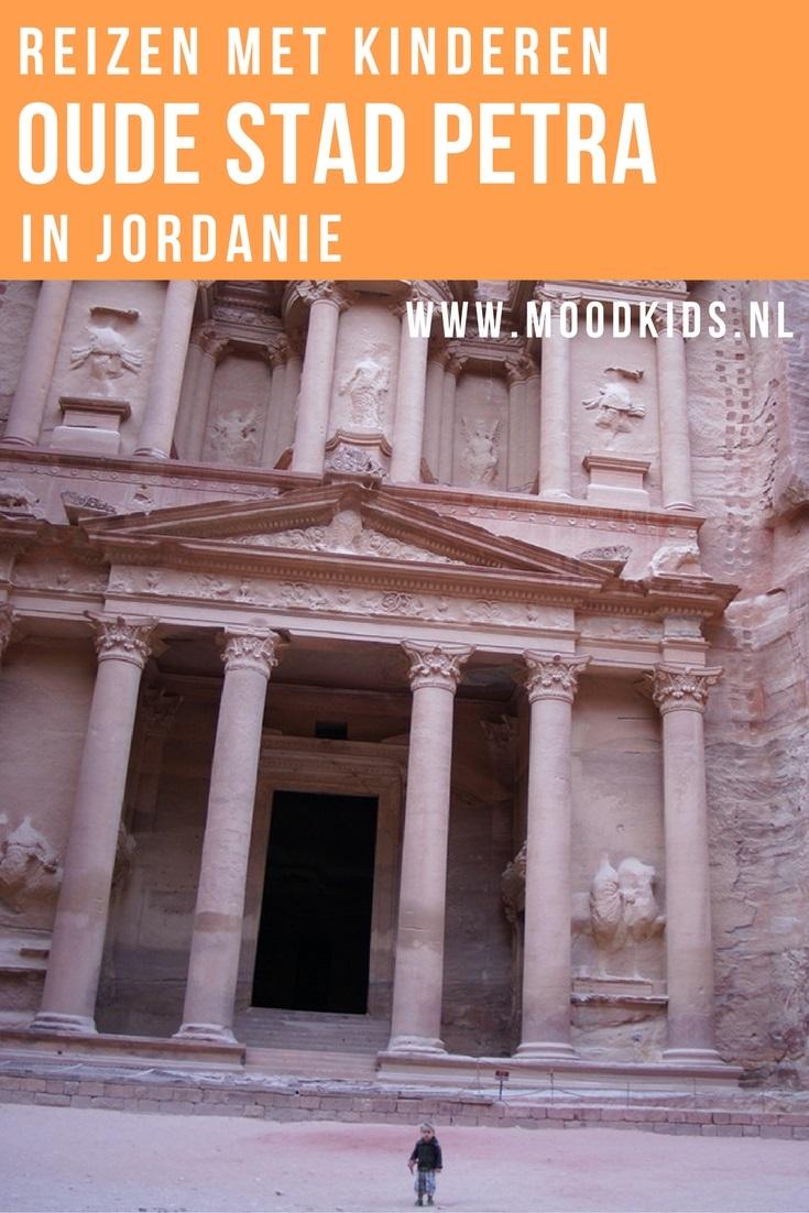 Ilse van Kids & Travel is dol op reizen. Ze vertelt op MoodKids in een reeks over haar Jordanië rondreis met peuter. Dit keer bezoeken ze de oude stad Petra in Jordanië. Lees hier meer over haar rondreis.
