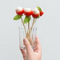 Gezonde bloemetjes van mozzarella & cherrytomaat