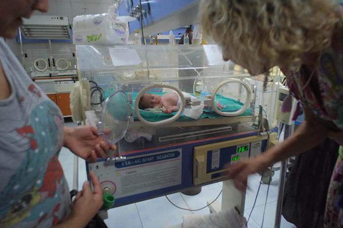 Als je zwanger bent geweest, dan herinner je je vast nog de spanning. Maar wat als je zwanger bent in een oorlog en je bijvoorbeeld moet bevallen in Syrië?