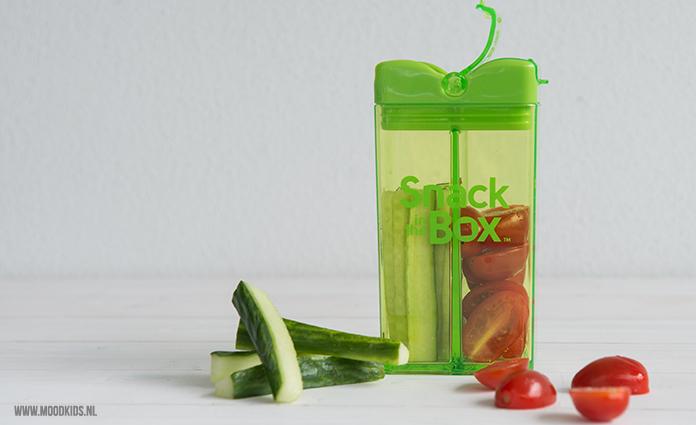 snack in the box - komkommer en doorgesneden cherrytomaatjes