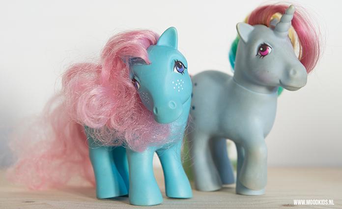 Ik heb een moeder die veel bewaard. Hartstikke leuk, want nu speelt mijn zoon daar vaak weer mee. Mijn My Little Pony pimpten we tot een My Super Pony met een stoere cape. Een mal daarvoor kun je hier gratis downloaden.