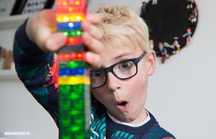 Geef je LEGO een nieuwe dimensie met LIGHT STAX. Dat zijn draadloze bouwstenen met LED-lampjes. Wij hebben het getest. Lees hier onze review.