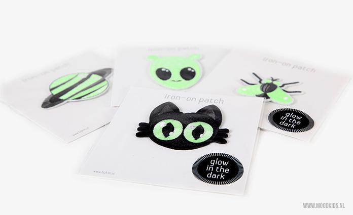 We schreven al eerder over de gave strijkapplicaties van Bij Kiki. Maar deze glow-in-the-dark strijkplaatjes zijn wel helemaal cool! Pimp in no-time iets! Je kunt hier de nieuwe collectie bekijken.