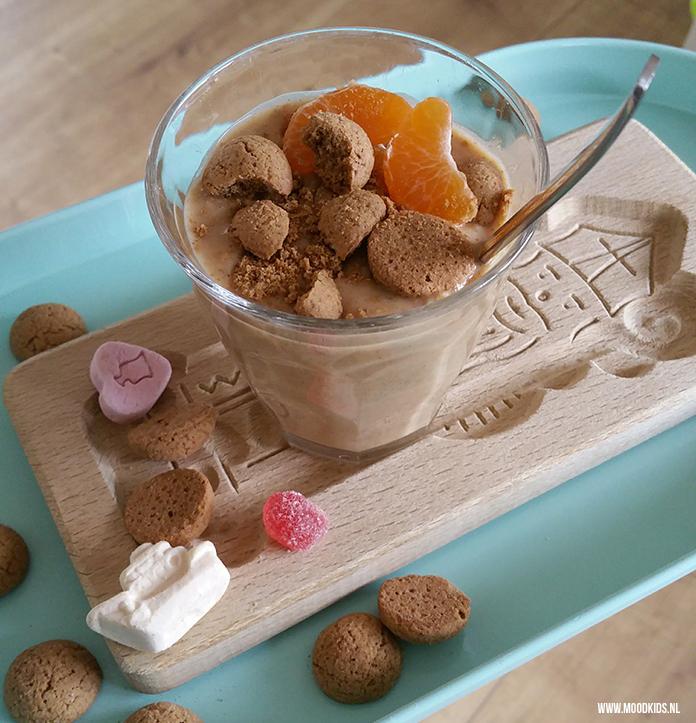 Sinterklaas staat garant voor veel kruidnoten. Jasmijn maakte er een lekkere sinterklaas smoothie van voor haar kids voor pakjesavond op 5 december. En die is zo best gezond! Je vindt het recept hier.