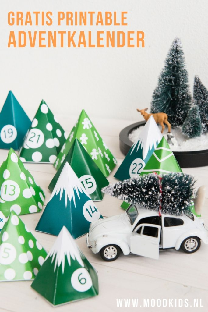 Download de gratis MoodKids DIY adventkalender printable. Vouw de kerstbomen van papier en vul ze eventueel met een cadeautje of een snoepje. Er is een zwart-witte versie, een groene en eentje om zelf of je kinderen te laten inkleuren. Bekijk de versies hier.