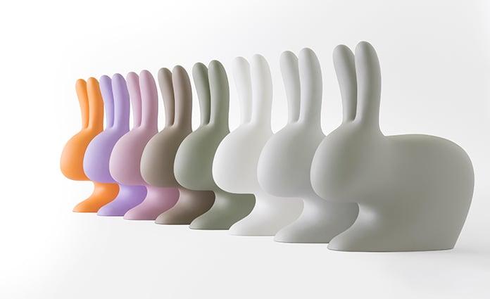 Zeurt jouw kind ook om een konijn? Misschien lukt het hiermee? ;) Want deze rabbitchair van designer Stefano Giovannoni wil je toch zo in je huis hebben?