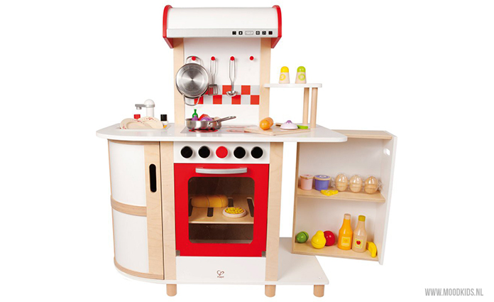 Kinderkeuken Hape van webshop 3Vosjes. Bekijk het artikel voor nog meer houten keukens voor kinderen om mee te spelen.