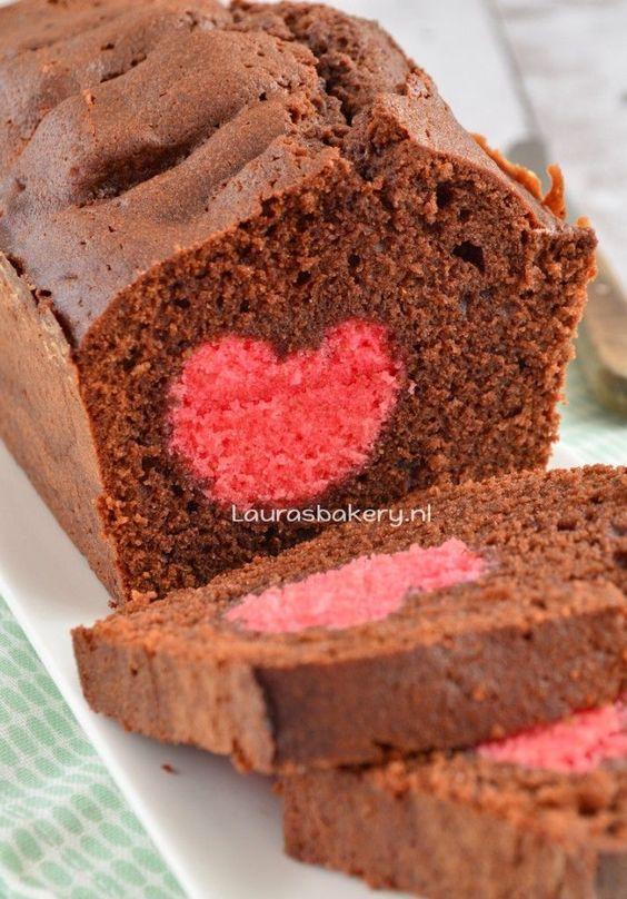 Een chocoladecake met een hartje van Laura's Bakery. Een van onze favo repins.