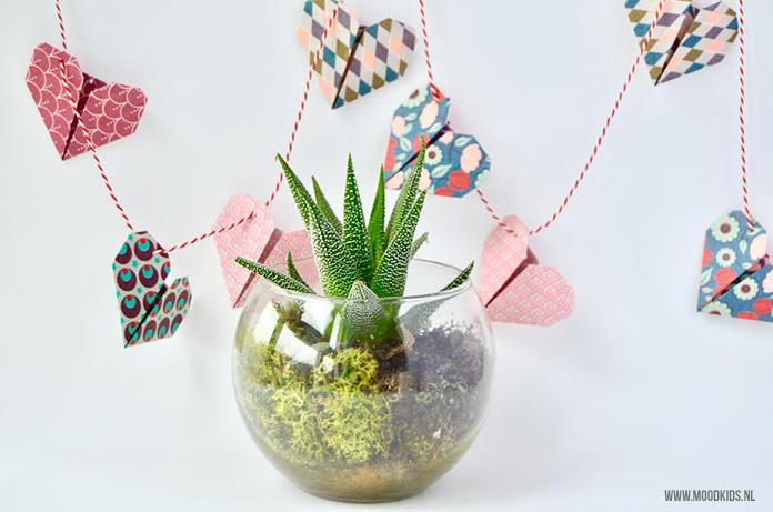 Zelf iets knutselen voor Valentijnsdag is extra leuk! Webshop Roppongi maakte voor ons van origami hartjes deze leuke Valentijnsslinger. Je leest hier hoe je hem maakt.
