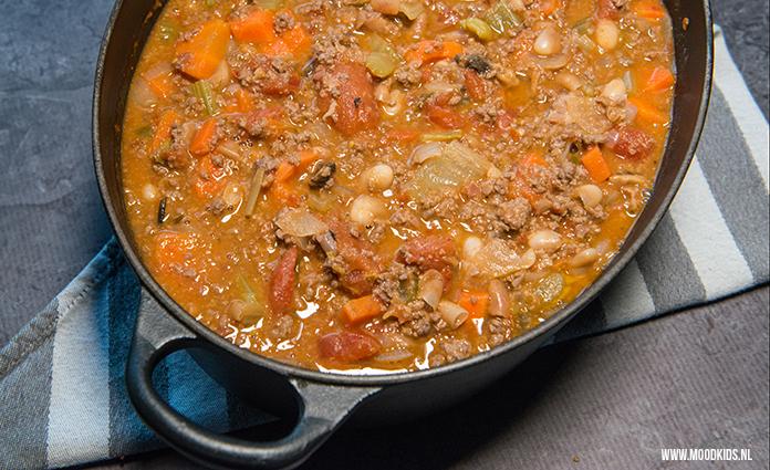 Koken uit Jamie Olivers kookboek 'Superfood voor familie en vrienden'. Het recept ragú met veel groente is hier inmiddels favo. Ook makkelijk in te vriezen. Je vindt het recept hier.