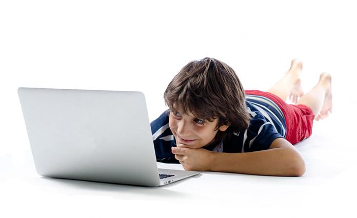 Uit onderzoek blijft dat er steeds meer kinderen met RSI klachten zijn. Tegenwoordig niet meer een muisarm, maar een tabletnek. Lees hier onze tips.