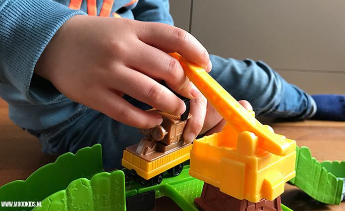 Met de vernieuwde Thomas & Friends treinsets beleven kinderen samen mooie avonturen. Wij reviewen Thomas Adventures Reg en de sloop-set. En geven er 2 weg!