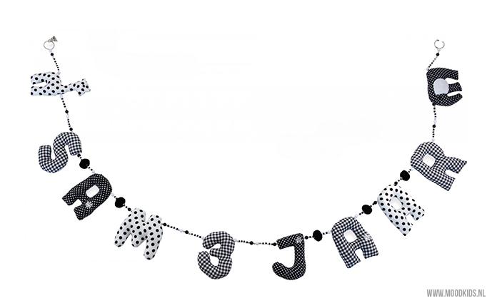 Maak een persoonlijke verjaardagsslinger met eigen naam. In verschillende kleuren verkrijgbaar.