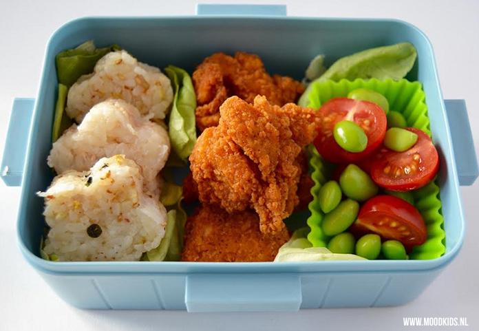 Er zijn kinderen en volwassenen die geen brood lusten of er allergisch voor zijn. Dan kan een lunchtrommel met rijst uitkomst bieden. Roppongi heeft 3 variaties voor je. Bekijk ze hier inclusief uitleg.